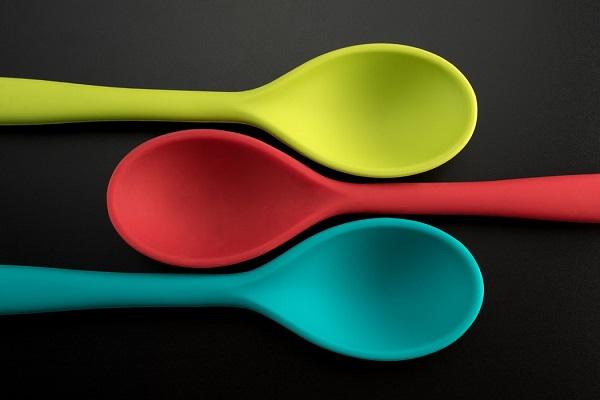 Odnowienie kuchni tanim kosztem - rady odKuchnie Pinio - kolorowe akcesoria