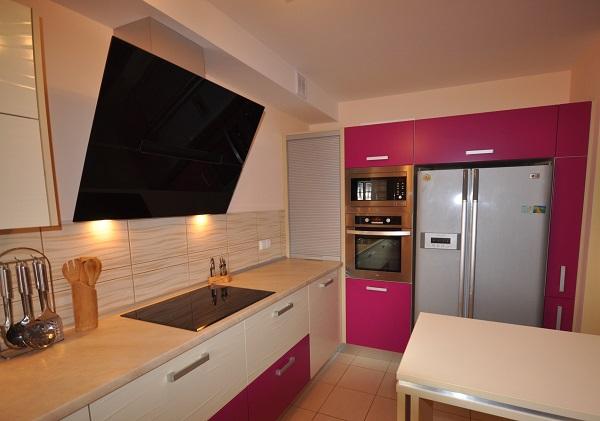 Funkcjonalna kuchnia wbloku wkształcie litery L - projekt kuchni odKuchnie Pinio Tychy.