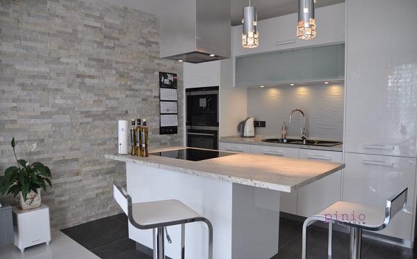 Funkcjonalna kuchnia w bloku lub w małym mieszkaniu - projekt kuchni od Kuchni Pinio