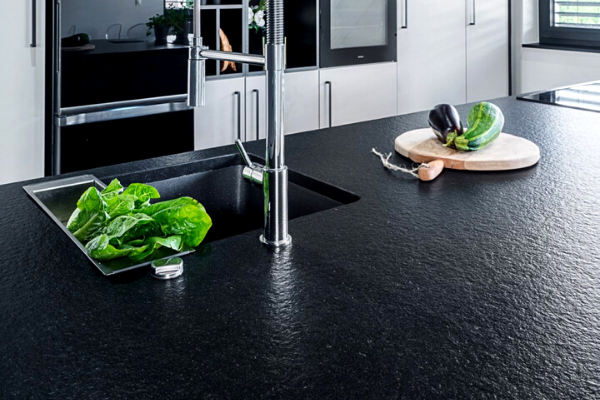 Z czego blat kuchenny? Blat kuchenny laminowany. Projekt kuchni Kuchnie Pinio.