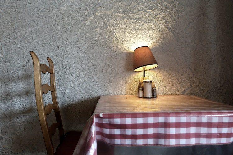 Beton na ścianie w kuchni - opinie Kuchnie Pinio