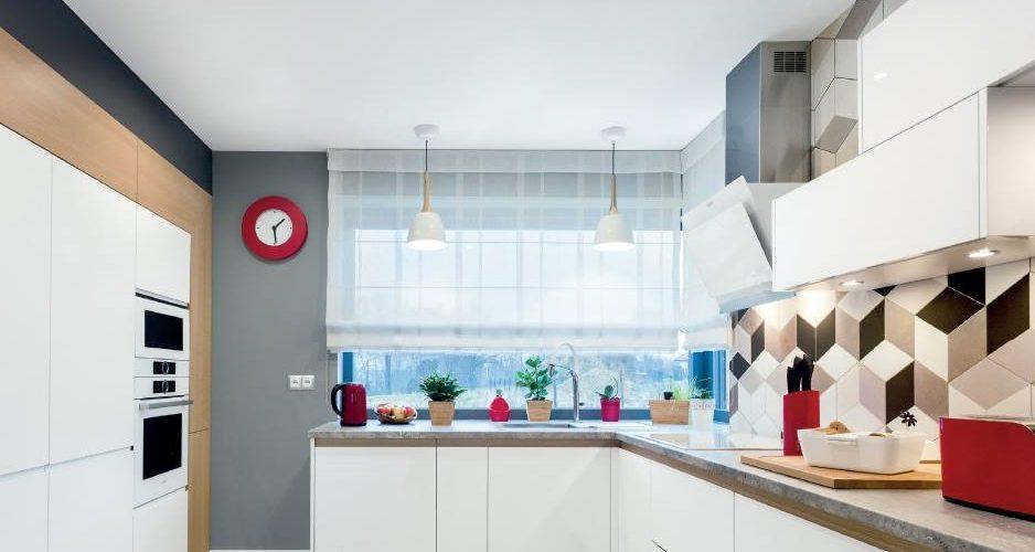 Jak urządzić kuchnię z oknem narożnym? Kuchnie Pinio BLOG