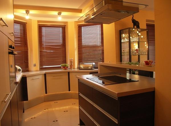 Metamorfoza kuchni po11 latach - wymiana frontów szafek - zdjęcie PRZED- Kuchnie Pinio projektowanie kuchni