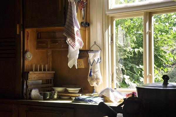 Pleśń wkuchni nasuficie, porady Kuchnie Pinio, okno wkuchni