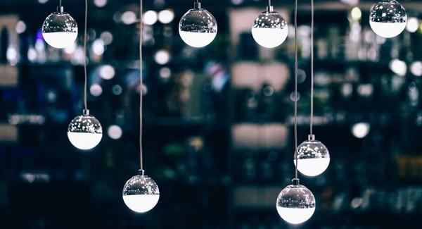 Wystrój kuchni naBoże Narodzenie, oświetlenie kuchenne, lampki wkuchni, Kuchnie Pinio,