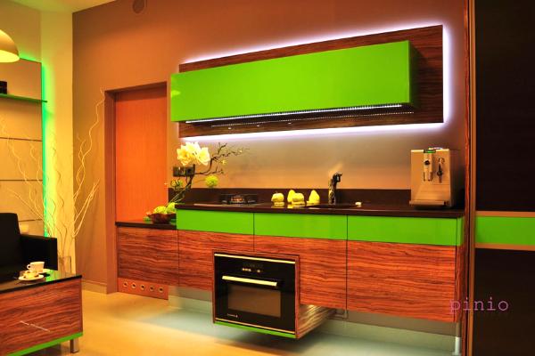 brązowe meble kuchenne inspiracje, brązowe szafki kuchenne dodatki, zielona kuchnia, zielono-brązowa kuchnia, projekt kuchni odKuchnie Pinio