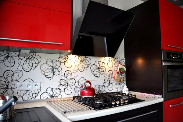 Czerwone meble kuchenne - aranżacje odKuchnie Pinio - projektowanie kuchni wTychach.