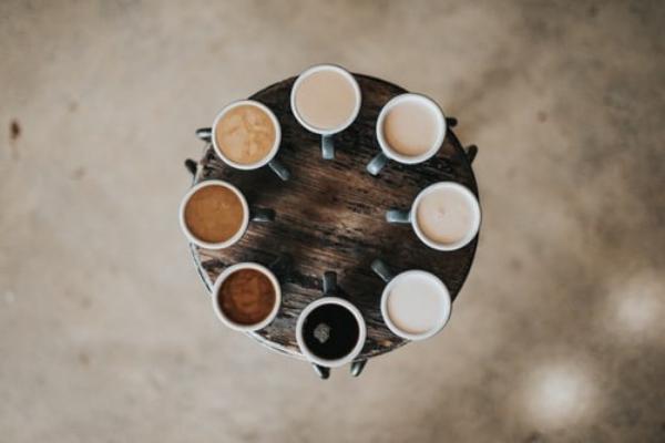 Gdzie wkuchni postawić ekspres dokawy? Propozycje kaw zekspresu wwykonaniu Kuchnie Pinio - projektowanie kuchni Sosnowiec.