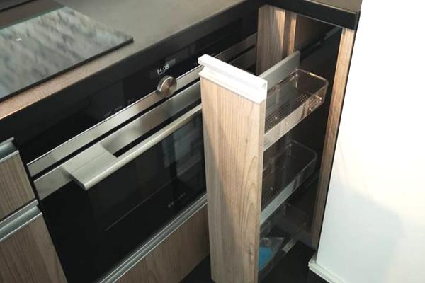 Matowe szafki kuchenne - jak czyścić fronty? Matowe fronty szafek kuchennych wkolorze drewna.