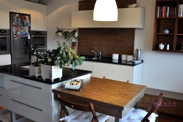Kuchnia wstylu mid century - projekt kuchni Kuchnie Pinio Gliwice, aranżacja wstylu mid century.